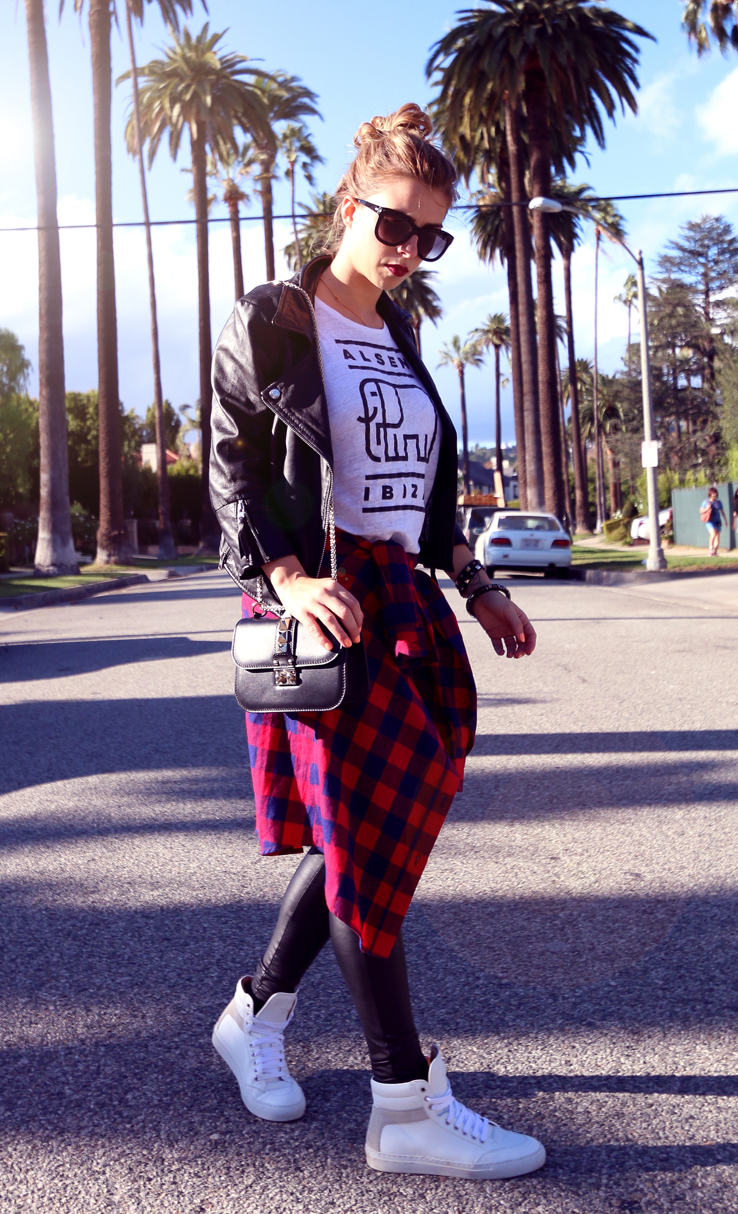 Beverly_Hills_international_top_blogger_Luisa_red_shirt_leather_pants
