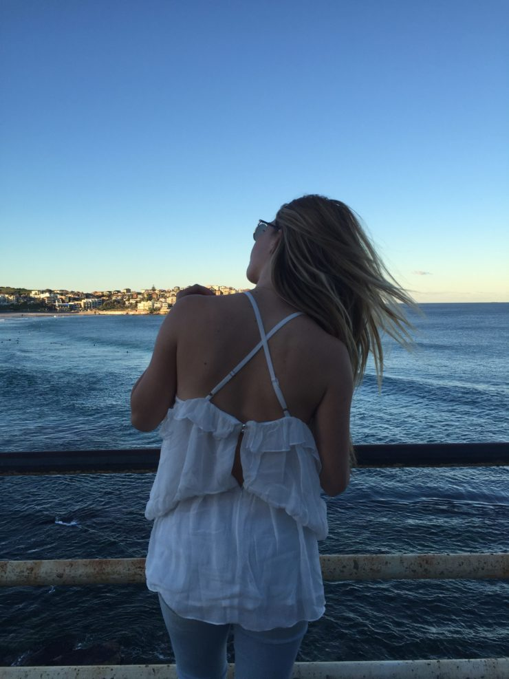 Bondi_Beach_Ice_Bergs_Blogger_Luisa_off_shoulder_top_nakd_white