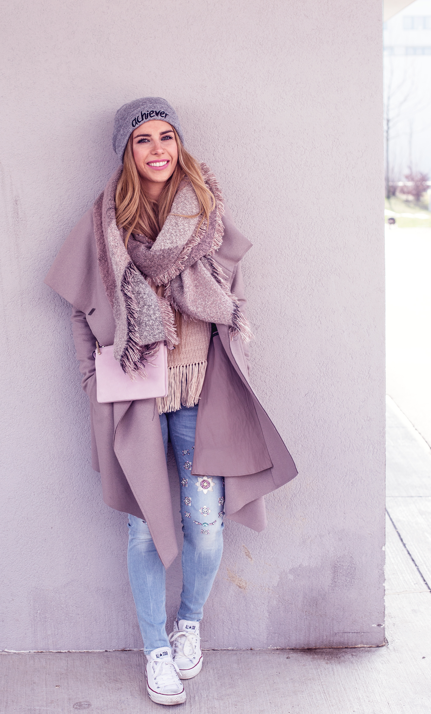 Outfit_Winterlook_Wien_Luisa_Lion_All_Saints_Coat_Guess_Jeans_Forever21_Scarf_andofotherstories_Bag_Chucks